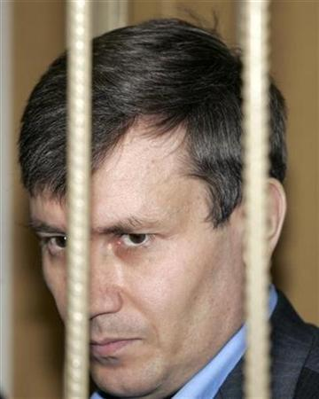 Grigory Grabovoy stands inside an iron cage at a Moscow's court, July 7, 2008. REUTERS/Alexander Natruskin