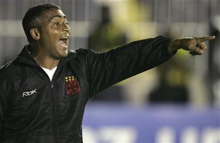 Former Brazil striker Romario gestures during their Copa Sudamericana soccer match against CF America at Sao Januario stadium in Rio de Janeiro October 24, 2007. Romario and ex-Ferrari driver Michael Schumacher have declined an offer to play for San Marino's SS Murata in their Champions League first qualifying round match at home to Gothenburg next Tuesday.REUTERS/Bruno Domingos