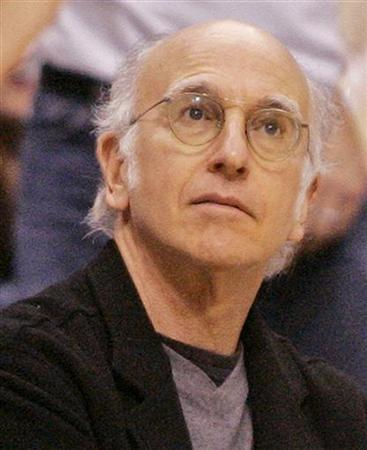 Actor and comedian Larry David watches the NBA game between the Los Angeles Lakers and the Chicago Bulls in Los Angeles November 20, 2005. REUTERS/Danny Moloshok