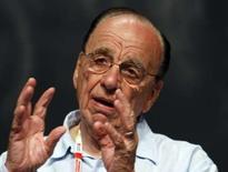 <p>Rupert Murdoch, le patron de News Corp, déclare ne pas croire à une alliance entre son groupe et Yahoo, pas plus qu'à un rapprochement entre le portail internet et Microsoft. /Photo prise le 19 juin 2008/REUTERS/Eric Gaillard</p>