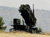 <p>Ракетная батарея Patriot в Афинах, 12 августа 2004 года. Польша готова разместить у себя на территории элементы системы противоракетной обороны, предложенные США, но просит поставить ей установки ракет Patriot для модернизации системы ПВО страны, сообщил министр обороны Польши. (REUTERS/Jason Reed)</p>