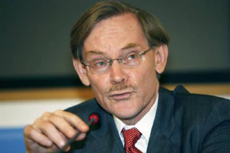 7月12日、世界銀行のゼーリック総裁は食品価格は少なくとも2012年まで2004年の水準を上回り、エネルギー価格も高水準かつ不安定な状態が続くとの見通しを示した。先月4日撮影(2008年 ロイター/Nikola Solic)