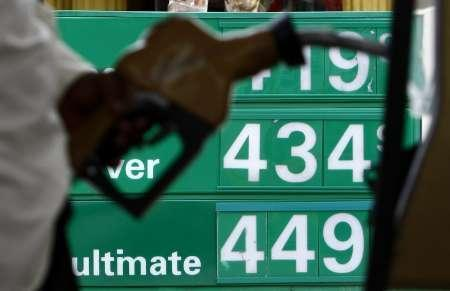 A resident fuels-up his car at a gas station in Florida June 9, 2008. REUTERS/Carlos Barria