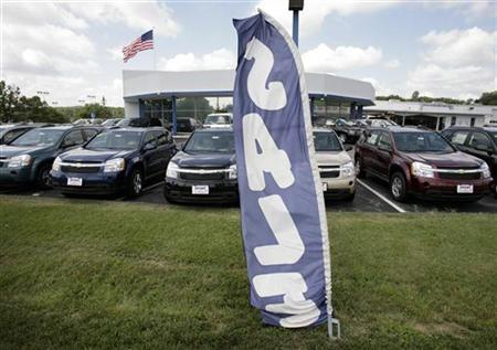 Chevrolet Uplanders minivans are seen at a dealership in Silver Spring, Maryland, July 1, 2008. REUTERS/Yuri Gripas