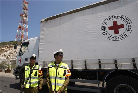 Israeli soldiers stand guard as an International Committee of the Red Cross (ICRC) truck makes its way to the Rosh Hanikra border crossing between Israel and Lebanon July 16, 2008. . REUTERS/Ronen Zvulun