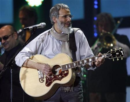 Yusuf Islam, formerly known as Cat Stevens, performs during the Live Earth concert at the soccer arena in Hamburg, northern Germany, July 7, 2007. REUTERS/Christian Charisius