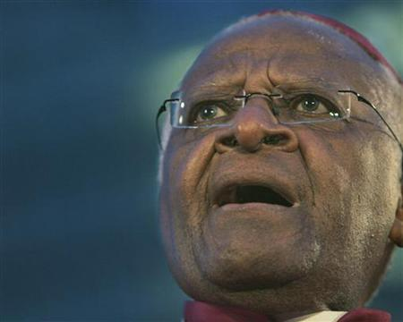 Archbishop Desmond Tutu speaks to supporters at a pro-Tibet rally in San Francisco, California April 8, 2008. REUTERS/Robert Galbraith