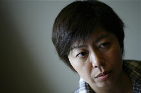 Chinese author Yang Yi is seen during an interview with Reuters in Tokyo July 18, 2008. Yang, a 44-year-old native of Harbin in northeastern China who started learning Japanese when she moved to Japan at age 22, was awarded the biannual Akutagawa Prize on Tuesday with her novel ''Toki ga nijimu asa'' or ''A morning when time blurs''. REUTERS/Toru Hanai