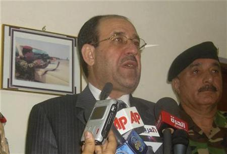 Iraq's Prime Minister Nuri al-Maliki (L) speaks to reporters during a news conference in Amara, 300km (185 miles) southeast of Baghdad June 23, 2008. REUTERS/Salah Thani