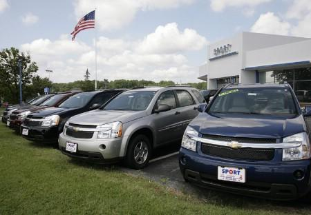 Chevrolet Uplanders minivans are seen at a dealership in Silver Spring, Maryland, July 1, 2008. By pledging to cut $10 billion (5 billion pounds) in costs, General Motors Corp has convinced investors and creditors that the immediate risk of bankruptcy has faded. REUTERS/Yuri Gripas (UNITED STATES)