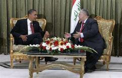 <p>Кандидат в президенты США от демократов Барак Обама (слева) и президент Ирака Джаляль Талабани в Багдаде, 21 июля 2008 года. Обама в понедельник прибыл в Багдад в составе делегации от Конгресса для обсуждения новой военной стратегии США в Ираке. (REUTERS/Wathiq Khuzaie/Pool)</p>