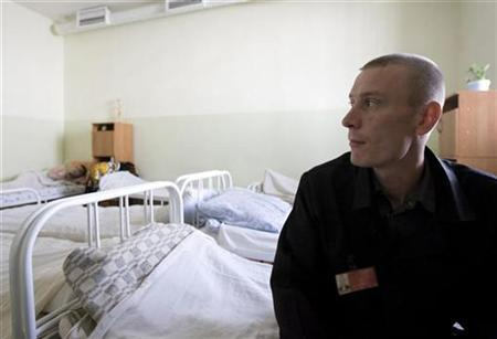 An inmate sits in the multi-drug resistant tuberculosis (MDR-TB) ward in a prison hospital in the Siberian city of Tomsk, about 3500 km (2175 miles) east of Moscow, in this file photo from June 4, 2008. REUTERS/Thomas Peter