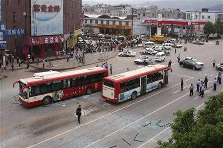 Buses stop after an explosion on a street in Kunming, Yunnan province, July 21, 2008. Deliberate explosions on three Chinese buses killed at least three people and injured 14 in the southwestern city of Kunming on Monday, media said, amid a security clampdown ahead of next month's Beijing Olympics. REUTERS/Stringer