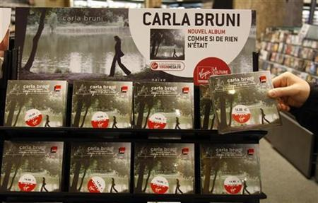 New albums of France's first lady Carla Bruni-Sarkozy are displayed on its official launch in a store in Paris July 11, 2008. REUTERS/Eric Gaillard