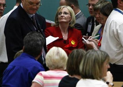 Scottish Labour Party candidate Margaret Curran (C) stands with her supporters in the main hall during the Glasgow east by-election count at the Tollcross leisure centre in Glasgow, July 25, 2008. REUTERS/David Moir