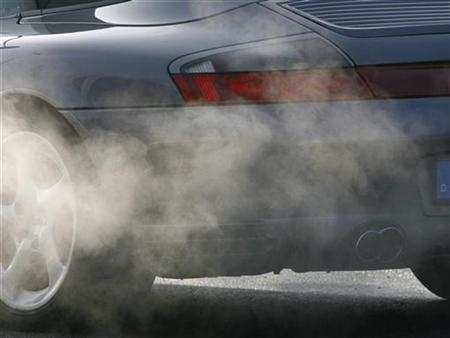 The exhaust of a car is pictured in the street's traffic in Munich, December 21, 2007. REUTERS/Alexandra Beier