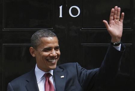 US Democratic presidential candidate Senator Barack Obama (D-IL) waves as he leaves 10 Downing Street in London, July 26, 2008. REUTERS/Jim Young
