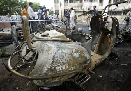 Damaged vehicles are seen at the site of a bomb blast in Ahmedabad July 27, 2008. REUTERS/Amit Dave