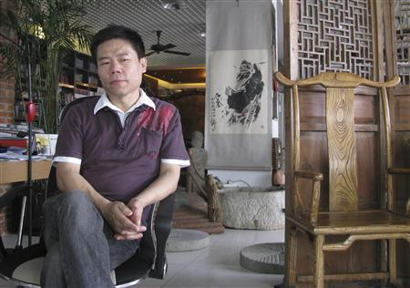 Sima Nan pauses during an interview at his studio in Beijing in this picture taken July 25, 2008. REUTERS/Shipeng Guo