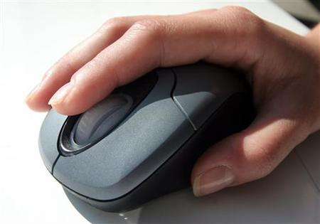 A generic picture of a woman in an office using a computer mouse. A fifth of U.S. television viewers are putting down their remote controls and clicking on a mouse instead to watch primetime programs online -- particularly professional women, according to a new survey. REUTERS/Catherine Benson