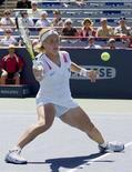 <p>Россиянка Светлана Кузнецова в матче Rogers Cup против Аллы Кудрявцевой в Монреале 29 июля 2008 года. (REUTERS/Christinne Muschi)</p>
