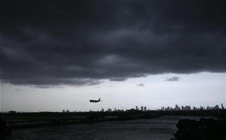A commercial flight lands on the Miami's international airport, Florida July 1, 2008. REUTERS/Carlos Barria