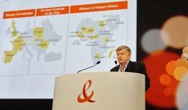 <p>Didier Lombard, le P-DG de France Télécom. Le groupe, qui confirme ses objectifs annuels, va verser en septembre le premier acompte sur dividende de son histoire, après la publication de résultats semestriels supérieurs aux attentes. /Photo prise le 27 mai 2008/REUTERS/Gonzalo Fuentes</p>