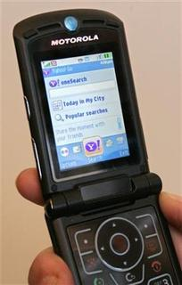 A V3xx Motorola phone is shown with Yahoo! Go software at the Yahoo tent during the 2007 International Consumer Electronics Show (CES) in Las Vegas, January 9, 2007. REUTERS/Steve Marcus