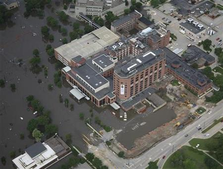 An aerial photo shows Mercy Hospital as it takes on water in Cedar Rapids, Iowa June 13, 2008. REUTERS/Ron Mayland