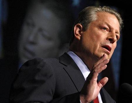 Former presidential candidate Al Gore delivers a speech on America's future energy needs in Washington July 17, 2008. REUTERS/Jim Young