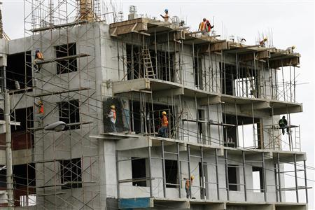 Workers are pictured at a condominium construction site in Santa Ana west of San Jose, August 1, 2008. REUTERS/Juan Carlos Ulate