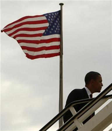 Democratic presidential candidate Senator Barack Obama boards his campaign plane as he prepares to leave London July 26, 2008. REUTERS/Jim Young