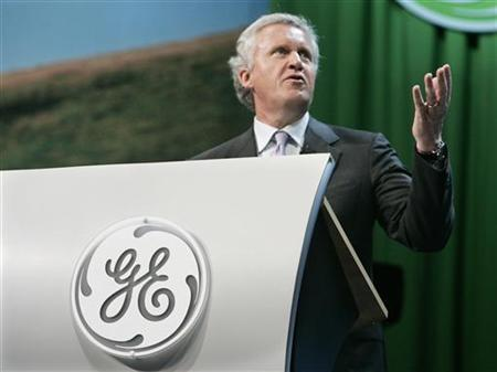 Jeffrey R. Immelt, chairman and chief executive of General Electric leads a discussion with business leaders at an Ecomagination news conference at Universal Studios in Los Angeles, California May 24, 2007. REUTERS/Fred Prouser