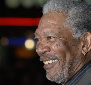 Morgan Freeman poses at the premiere of ''The Bucket List '' in London, January 23, 2008. REUTERS/Anthony Harvey