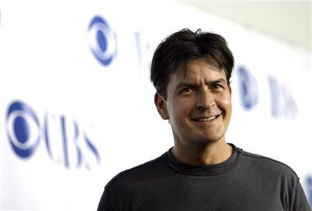 Actor Charlie Sheen smiles at the CBS summer press tour party at the Rose Bowl in Pasadena, California, July 15, 2006. REUTERS/Mario Anzuoni