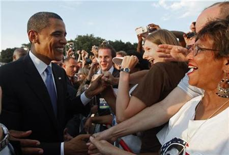 Democratic presidential candidate Senator Barack Obama (D-IL) greets supporters after a speech at the Victory Column in Tiergarten Park in Berlin July 24, 2008. REUTERS/Jim Young