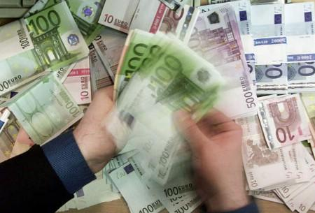 Euro bank notes are shown in this file photo. REUTERS/file
