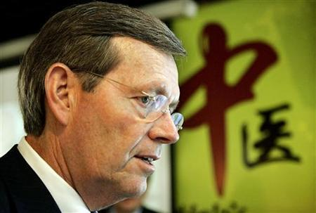 Department of Health and Human Services Secretary Mike Leavitt visits the Traditional Chinese Medicine Museum in Shanghai May 13, 2008. REUTERS/Eugene Hoshiko/Pool