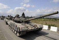 <p>Колонна грузинских танков движется по напрвлению к столице Южной Осетии Цхинвали , 8 августа 2008 года. Грузия в воскресенье вывела свои войска из отколовшегося региона Южная Осетия после трех дней боев с российской армией, которая заняла основную часть Цхинвали, столицы югоосетинских сепаратистов. (REUTERS/Irakli Gedenidze)</p>