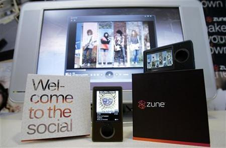 Microsoft's Zune media player is shown for the first time to the media in Redmond, Washington September 14, 2006. REUTERS/Robert Sorbo