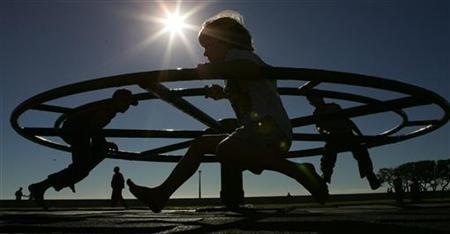 Children play in a park in Sea Point, Cape Town, June 16, 2005. REUTERS/Mike Hutchings