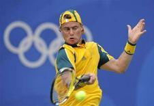 <p>Австралиец Ллейтон Хьюитт в матче со шведом Йонасом Бьёркманом в Пекине 11 августа 2008 года. (REUTERS/Toby Melville)</p>