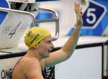 <p>Австралийская спортсменка Лизель Джонс раудется победе в финальном заплыве на 100 метров брассом в Пекине 12 августа 2008 года. Австралийская спортсменка Лизель Джонс завоевала золотую медаль в финальном заплыве на 100 метров брассом. (REUTERS/Wolfgang Rattay)</p>