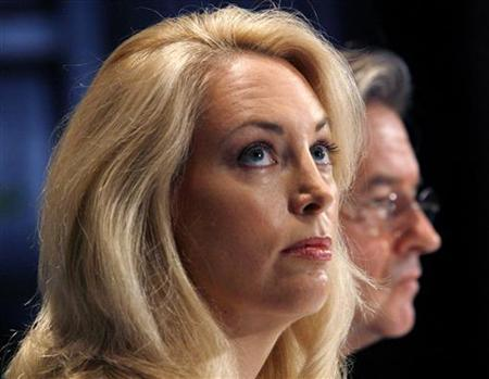 Former CIA operative Valerie Plame and her husband Joseph Wilson (R) hold a news conference at the National Press Club in Washington in this file photo taken on July 14, 2006. A U.S. appeals court on Tuesday dismissed former CIA analyst Valerie Plame's lawsuit against Vice President Dick Cheney and several former Bush administration officials for disclosing her identity to the public. REUTERS/Kevin Lamarque/Files