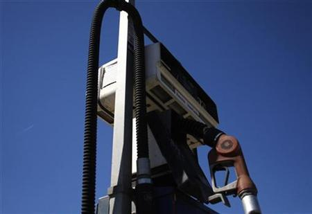 A gasoline pump is seen at a closed-down Alliance station in Ventura, California June 19, 2008. REUTERS/Joshua Lott
