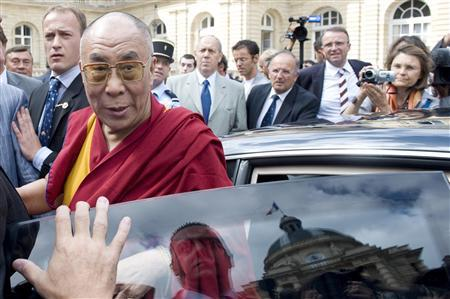 Tibetan spiritual leader Dalai Lama leaves the Senate after a meeting in Paris August 13, 2008. REUTERS/Gonzalo Fuentes