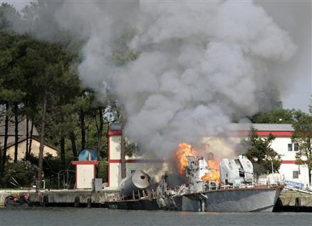 A Georgian navy ship burns in the Black Sea port of Poti August 13, 2008. REUTERS/Umit Bektas
