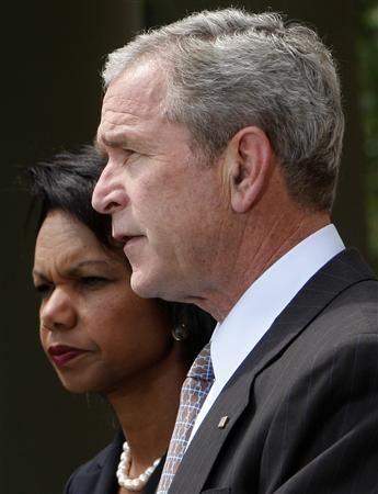 President George W. Bush makes a statement on the situation in Georgia with Secretary of State Condoleezza Rice in the Rose Garden at the White House in Washington, August 13, 2008. REUTERS/Jim Young