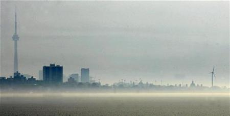 Haze and smog obscure the Toronto skyline and waterfront in this file photo from May 10, 2007. REUTERS/J.P. Moczulski