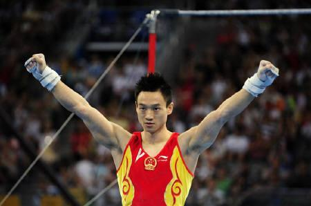 Yang Wei of China celebrates after his last routine on the horizontal bar during the men's individual all-around artistic gymnastics final at the Beijing 2008 Olympic Games August 14, 2008. REUTERS/Dylan Martinez